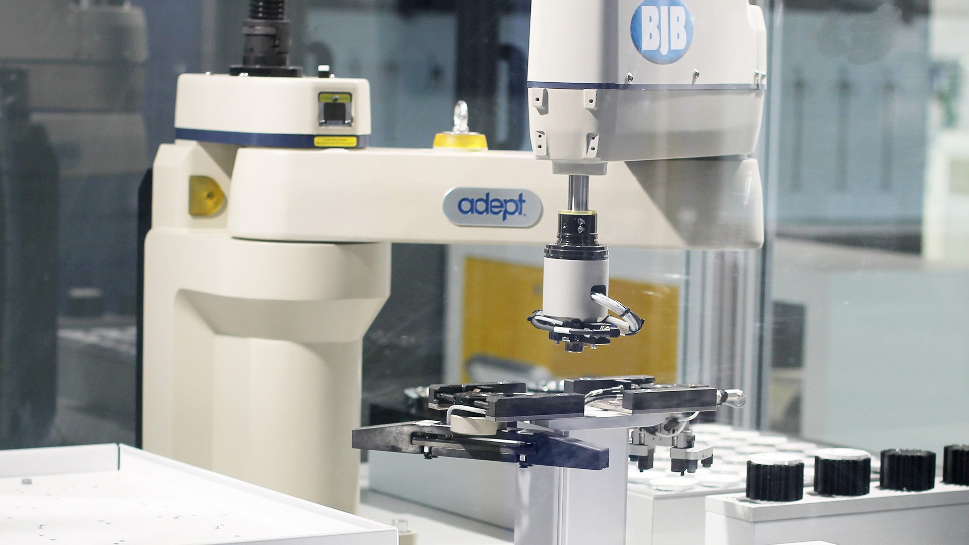 1 Robot de montaje de módulos LED lineales y CoBs (BJB)