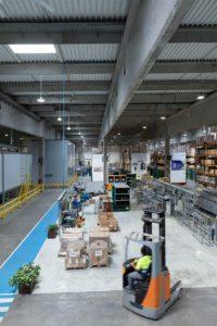 fábrica Schréder con iluminación LED