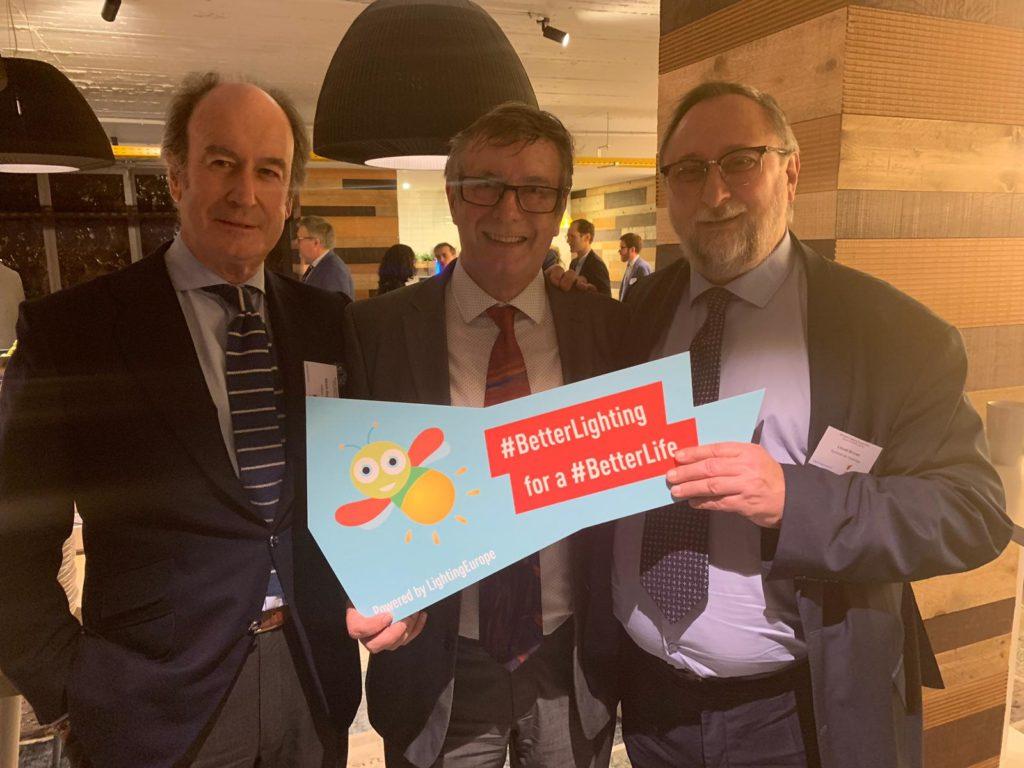 De izquierda a derecha: el director general de Anfalum, Alfredo Berges, acompañado por el expresidente de LE, Peter Hunt, y el nuevo Presidente de LE, Lionel Brunet.
