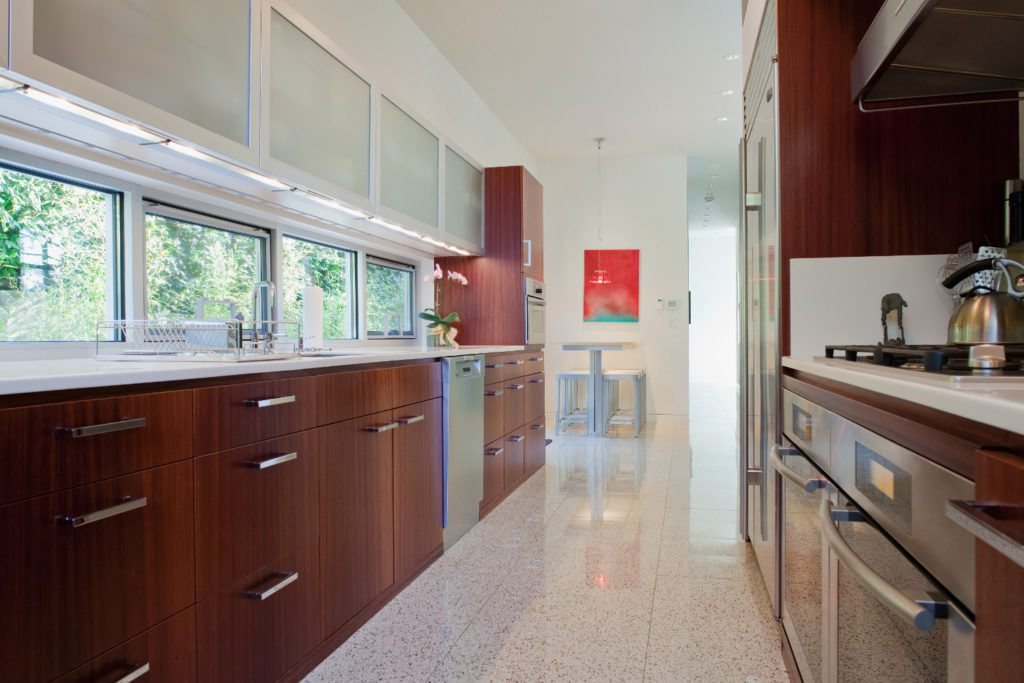 asset-1137580_Beautiful_modern_kitchen_with_dining_table